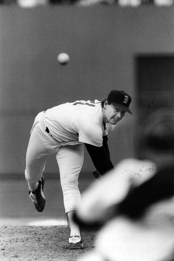 RED SOX PITCHER THROWS PITCH AT FENWAY, 1986